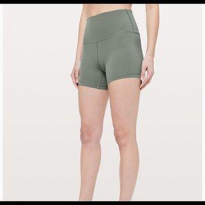 Align shorts size 4